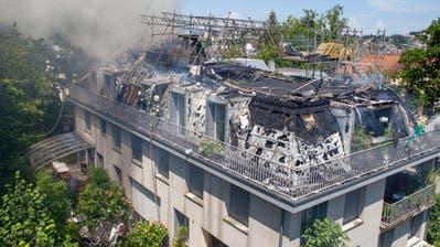 Vom Bruchquartiersteigt eine Rauchsäule auf. (Bild: Leserbild)