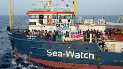 Das Rettungsschiff Sea-Watch 3 mit 42 geretteten Flüchtlingen an Bord. (Bild: Keystone)