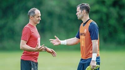 David Zibung (rechts) im Gespräch mit FCL-Trainer Thomas Häberli. (Bild: Urs Flüeler/Keystone, Luzern, 17. Juni 2019)