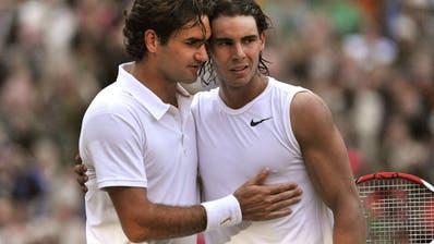 Zum vierten Mal, aber zum ersten Mal seit über elf Jahren, treffen Roger Federer und Rafael Nadal in Wimbledon aufeinander. (Bild: Keystone)