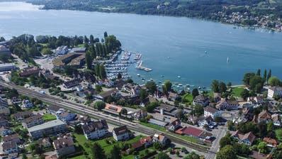 Steckborn von oben: Laut Stadt würde sich das Gebiet hinter dem Bahnhof für eine Nachverdichtung eignen. (Bild: Olaf Kühne)