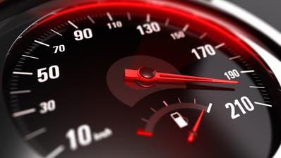 Zu schnell über den Ricken. Ein Autofahrer wurde mit 163 km/h gemessen. (Symbolbild:Olivier Le Moal)