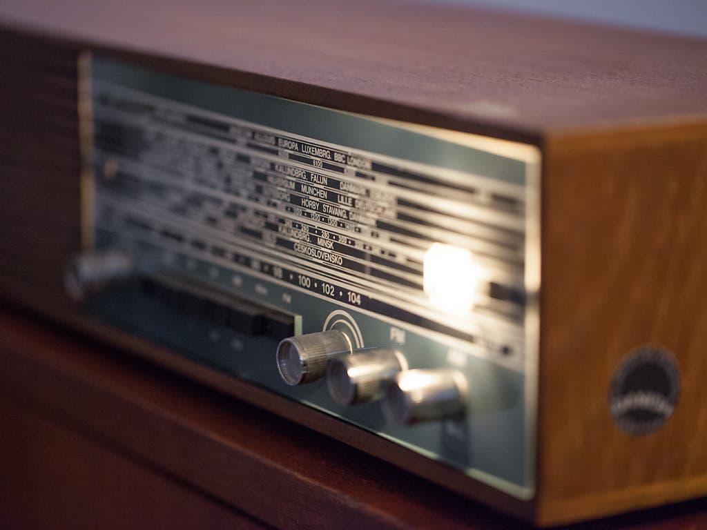 Das analoge UKW-Radio hat möglicherweise früher ausgedient als urprünglich geplant. (Bild: KEYSTONE/PETRA OROSZ)