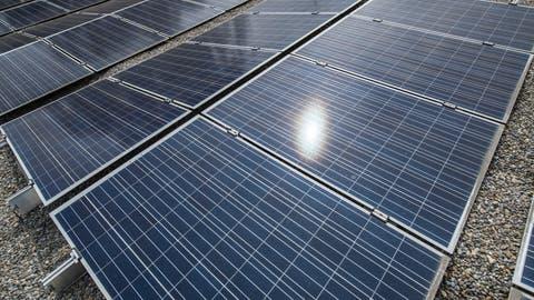 Die Photovoltaikanlage auf dem Dach des Viva Luzern Altersheim im Dreilinden, Luzern. Fotografiert 08. Juni 2018.Boris Bürgisser / freier FotografSonnenenergie, Solaranlage, Strom,