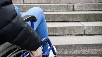 Nicht nur im Kino sind Treppen für Rollstuhlfahrer ein Hindernis (Bild: Imago Images)