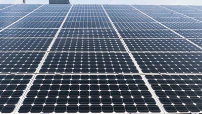 Schweiz im letzten Jahr mit Fotovoltaikanlagenin der Grösse von 253 Fussballfeldern überdeckt