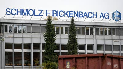Logo des Stahlkonzerns Schmolz + Bickenbach am Standort im Emmenbrücke. (Bild: Urs Flüeler/Keystone, 27. Oktober 2014)
