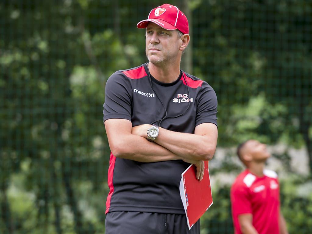 Auch der neue Sion-Coach Stéphane Henchoz erhofft sich in Behrami den starken Leader auf und neben dem Platz (Bild: KEYSTONE/JEAN-CHRISTOPHE BOTT)