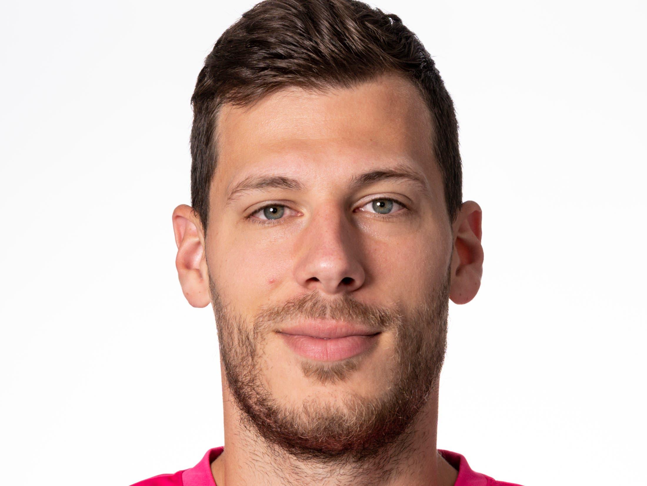 Marius Müller (Torhüter) – Note 5Gute Strafraumbeherrschung, sichere Interventionen – und er bestätigt spielerische Fortschritte: leitet das 2:0 auf Schürpf ein.