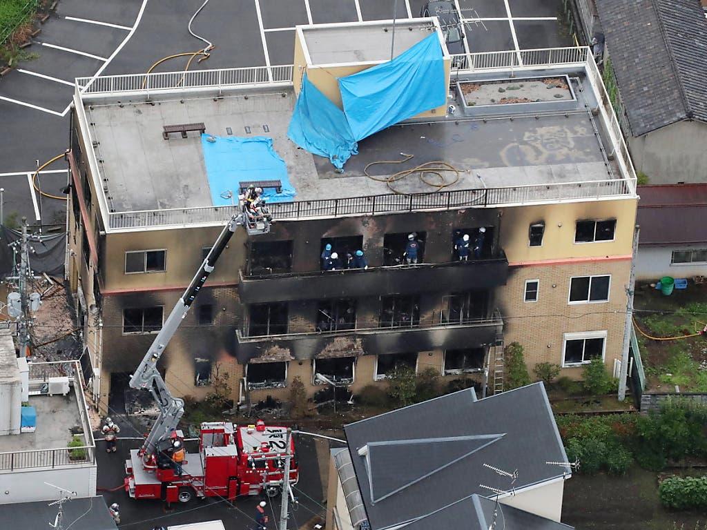 Ein musmasslicher Brandanschlag auf ein Zeichen-Trickfilmstudio im japanischen Kyoto hat 33 Todesopfer und 36 Verletzte gefordert. (Bild: KEYSTONE/EPA JIJI PRESS)