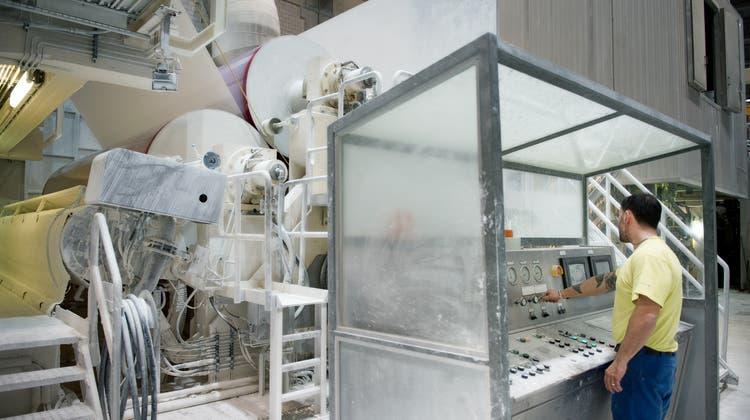 Blick in die Papierproduktion der CPH Chemie + Papier Holding AG in Perlen. (Bild: Corinne Glanzmann, 27. Februar 2015)