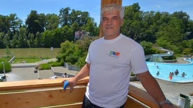 Noch Ende Juni präsentierte Roberto Cantelli stolz den neuen Wachturm in der Badi – wenige Tage später hat er gekündet. (Bild: Mario Testa)