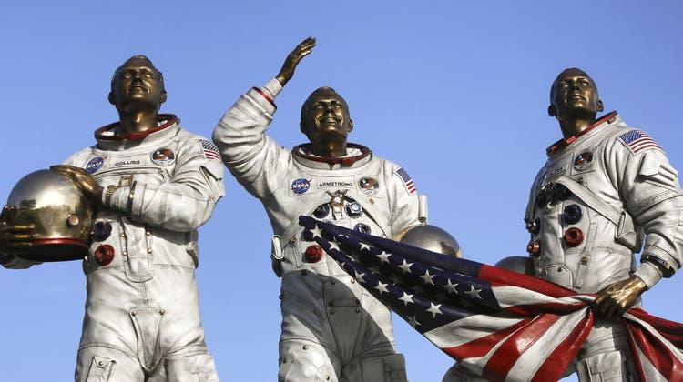 Die Besatzung von Apollo 11 (von links): Michael Collins, Neil Armstrong und Buzz Aldrin, dargestellt vor demKennedy Space Center Visitor Complex in Cape Canaveral, Florida. Bild: KEY.