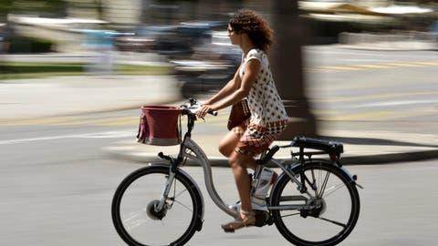 E-Bikes werden immer beliebter. Der Verein Velo Wil möchte die Vorteile und Alltagstauglichkeit des Velos an einem erstmals stattfindenden Festival im September aufzeigen. (Bild: Martial Trezzini/Keystone)