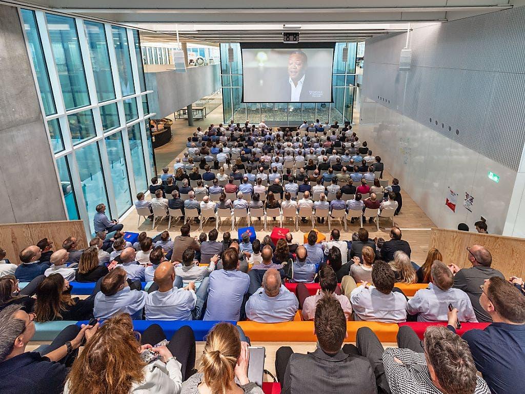 Im Auditorium des Innovationscampus der Bühler Group können Grossanlässe mit bis zu 300 Teilnehmern durchgeführt werden. (Bild: Bühler Group)