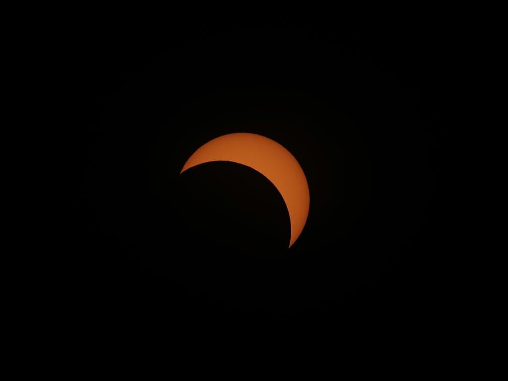Sonnenfinsternis über Südamerika: Der Mond verdeckte grosse Teile der Sonne. (Bild: KEYSTONE/EPA EFE/NICO AGUILERA)