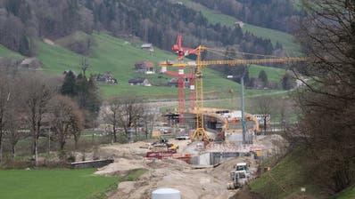 Die Bauarbeiten für die Umfahrung Wattwil bei Ebnat-Kappel sind schon weit fortgeschritten. (Bild: Martin Knoepfel)