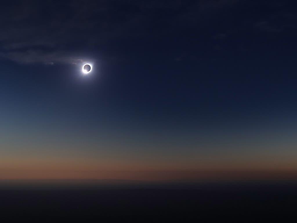 Sie Sonnenfinsternis aus der Perspektive der argentinischen Stadt Merlo. (Bild: KEYSTONE/EPA EFE/NICO AGUILERA)