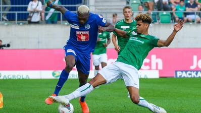 St.Gallens Neuzugang Yannis Letard (rechts) gegen Luzerns Stürmer Blessing Eleke. (Bild: Martin Meienberger/Freshfocus)