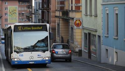Der 12er - hier in der Nähe des Kreuzstutz-Kreisels - wird mit dem 8er verbunden und zur neuen Linie 3. (Archivbild: LZ)