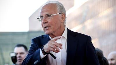 Franz Beckenbauer im April 2019 bei seiner Ankunft in der‹Hall Of Fame› des deutschen Fussballs in Dortmund. (Bild: EPA/FRIEDEMANN VOGEL)