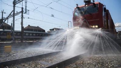 Die SBB testen weisse Farbe auf Schienen gegen Gleisverwerfungen