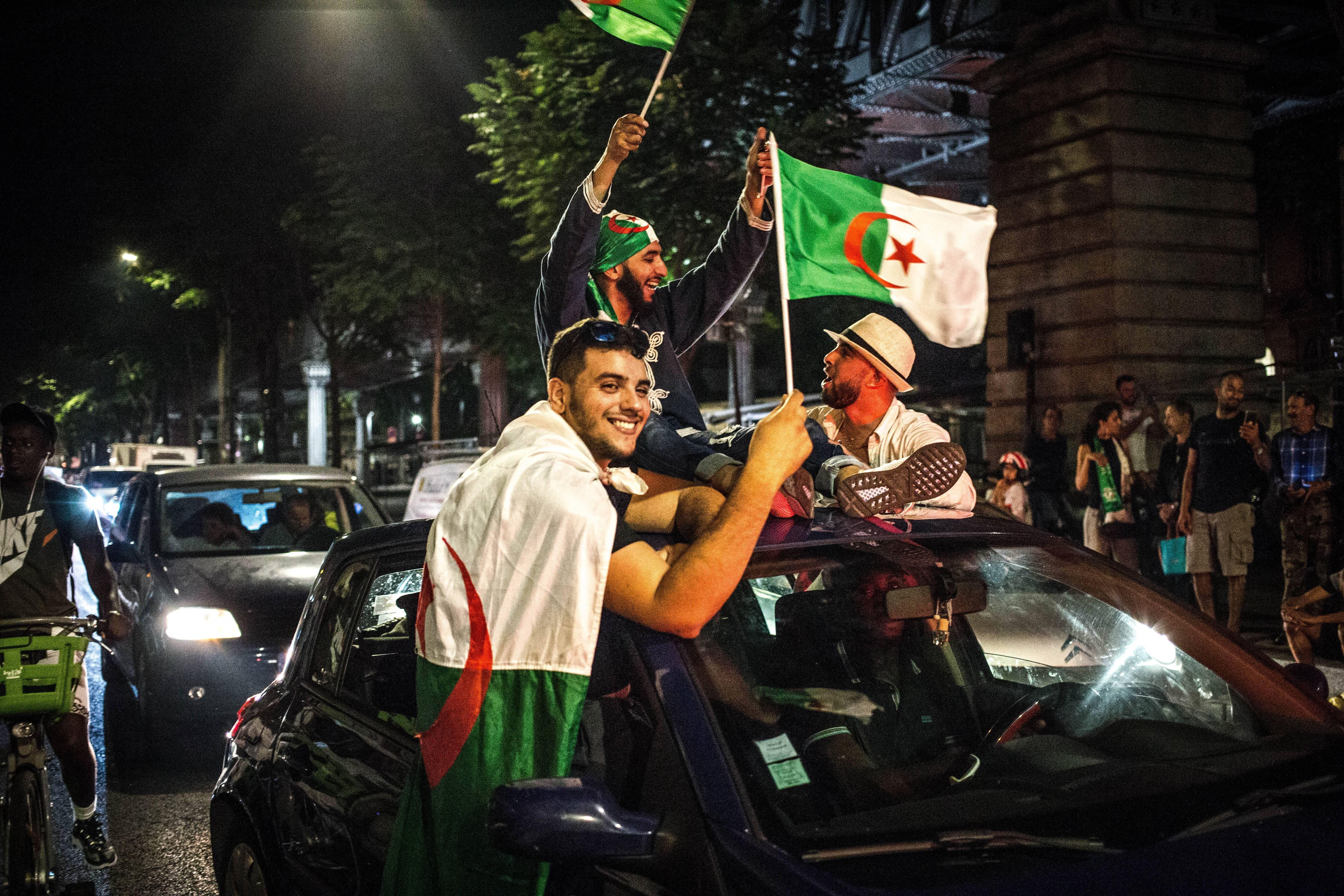 Fans des algerischen Fussballteams feiern den Sieg in der Afrika-Meisterschaft am 19. Juli. (Bild: Imago)