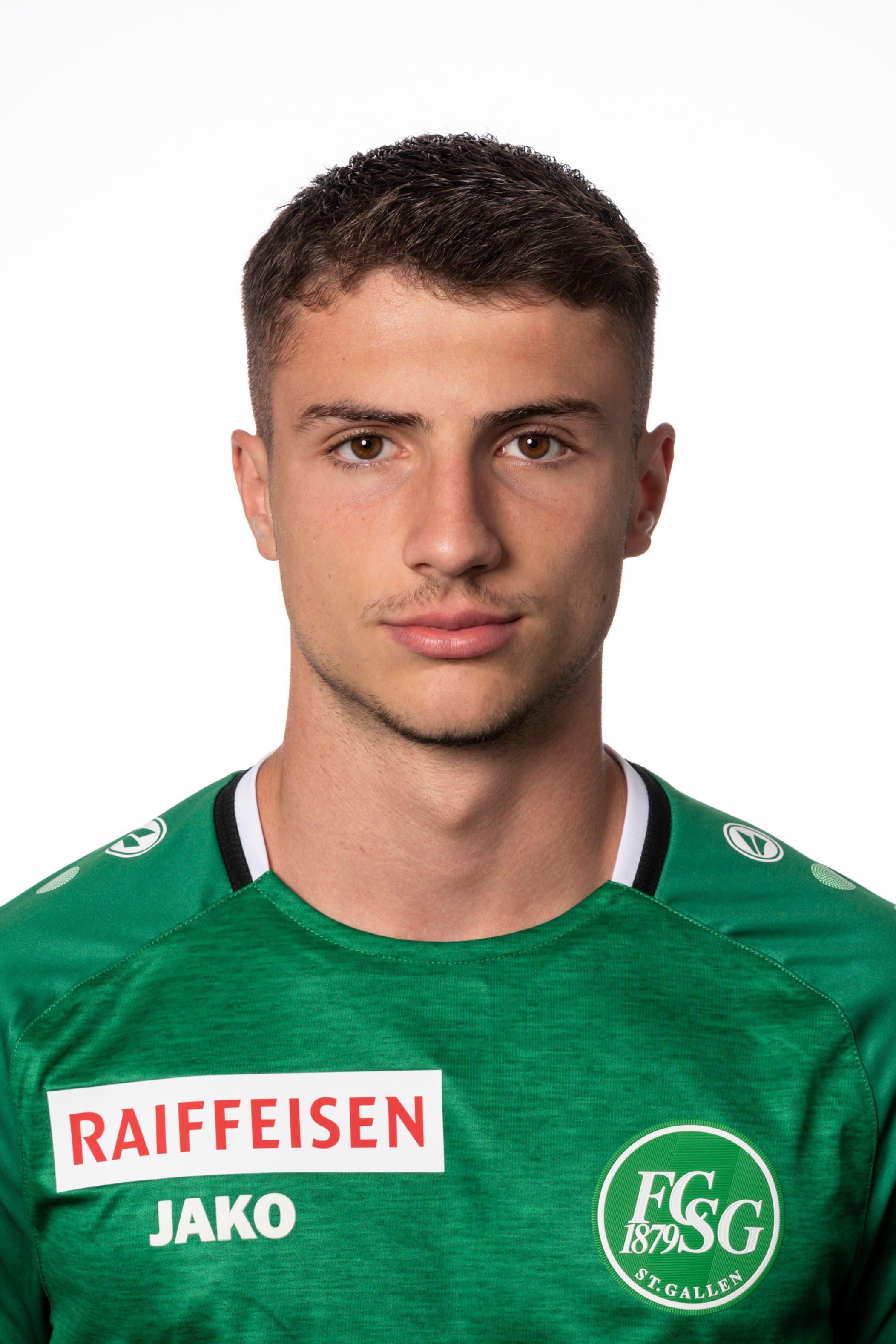 Leonidas Stergiou: Note 5. Das 17-jährige Eigengewächs zeigt, wie schon vor Wochenfrist gegen Luzern, eine äusserst souveräne Leistung. Immer wieder behauptet er sich gegen Kemal Ademi und gewinnt zahlreiche Zweikämpfe.