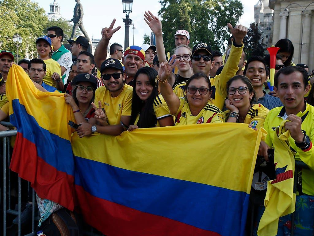 Kolumbianische Fans auf den Pariser Champs-Elysées (Bild: KEYSTONE/AP/MICHEL EULER)