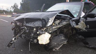 Beim Unfall auf der A2 entstand Sachschaden in der Höhe von rund 20'000 Franken. (Bild: Kapo Uri, Erstfeld, 27. Juli 2019)
