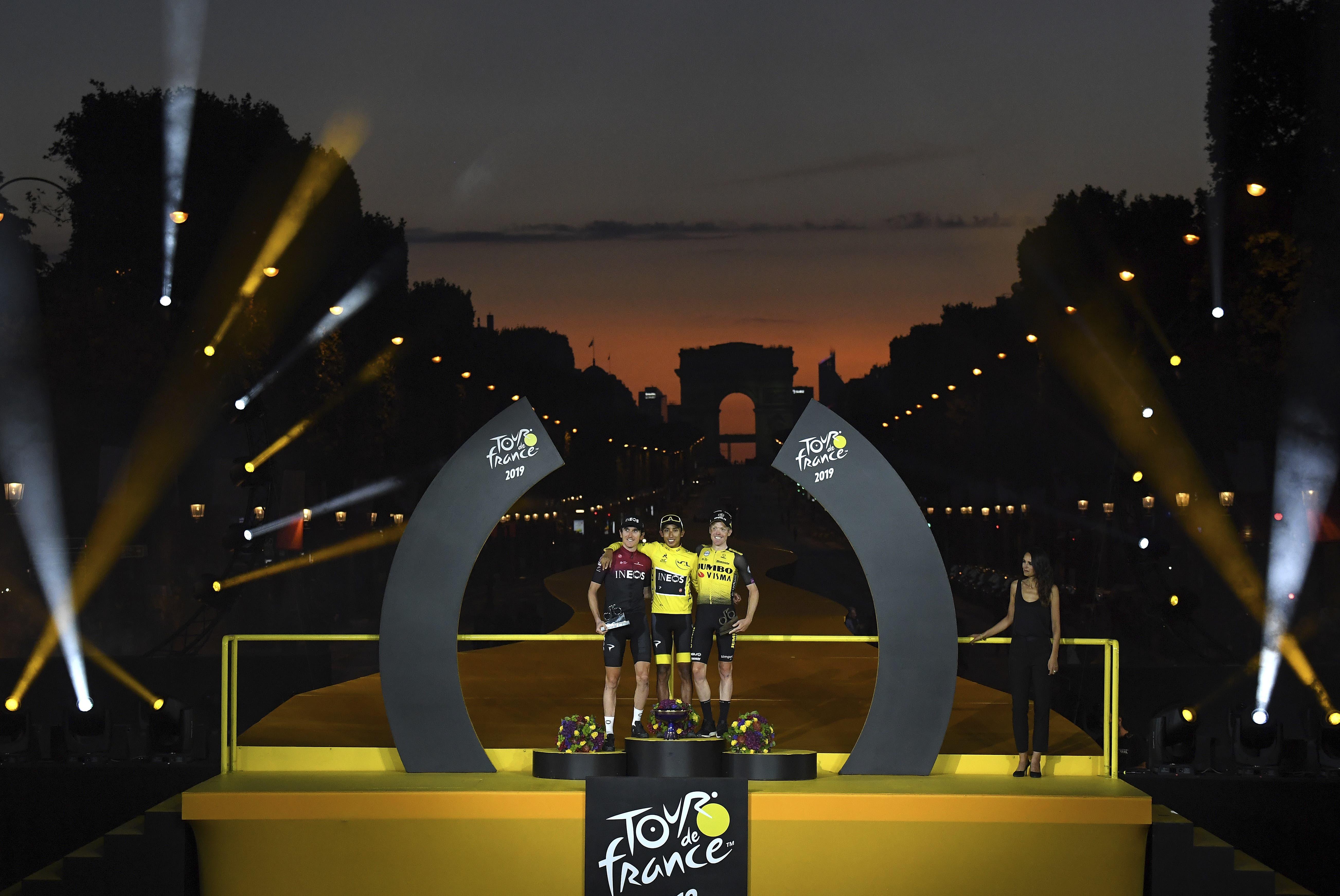 Egan Bernal (Mitte) gewinnt die Tour de France vor Geraint Thomas (links) und Steven Kruijswijk. (Bild: KEYSTONE/EPA AP POOL/THIBAULT CAMUS / POOL)