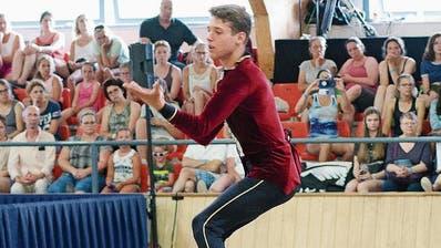 Sven Ris ist mit 18 Jahren ein Versprechen für die Zukunft. Der Voltigierer wurde in Holland Vizeweltmeister. (Bild: PD)