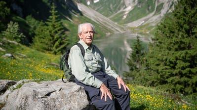 «Es ist ein Genuss, hier zu sein»: Jahrzehntelang war Max Niedermann nicht mehr am Fählensee– umso mehr freut er sich über den Tag in der schönen Alpstein-Welt. (Bilder: Ralph Ribi)