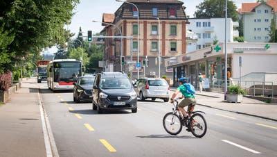 Im Sommer kommt es vermehrt zu Abbiegeunfällen zwischen Velos und Autos. So auch auf der St.Gallerstrasse in Wittenbach. (Bild: Urs Bucher)