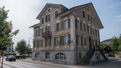 Seit fünf Jahren geschlossen: Das Gasthaus Hirschen. (Bild: Boris Bürgisser, Buttisholz, 3. Juli 2019)