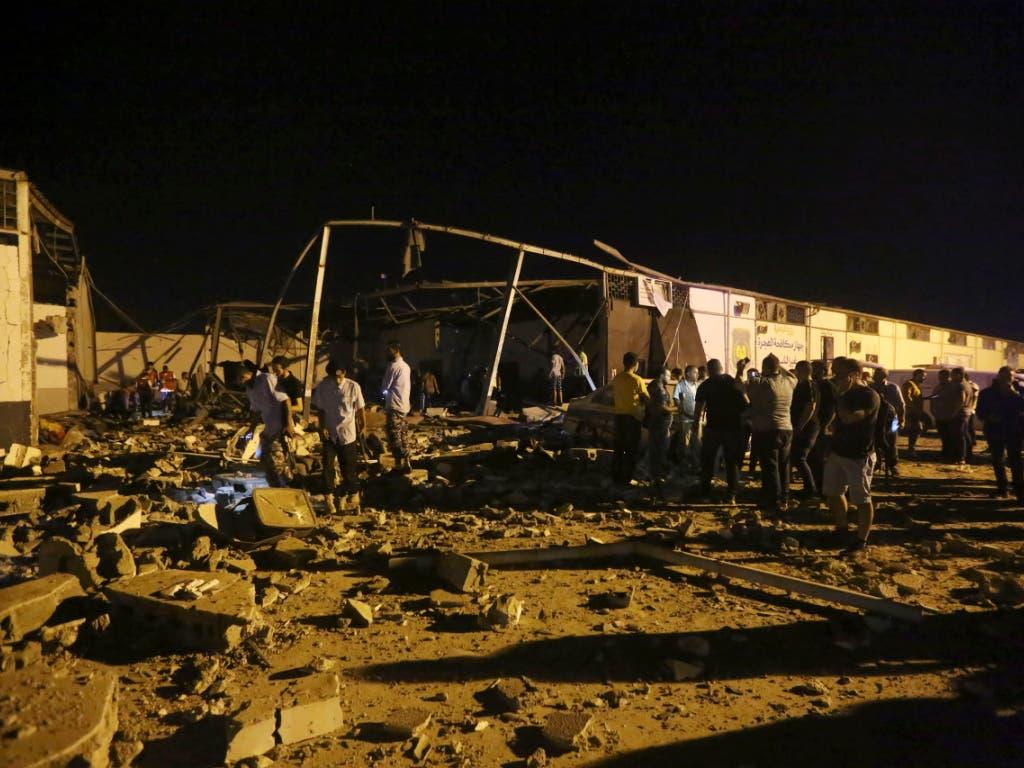 Teile des Flüchtlingslagers lagen nach dem Luftangriff in Trümmern. (Bild: KEYSTONE/AP/HAZEM AHMED)