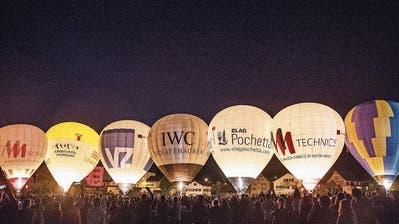 Das Ballonglühen bietet den Zuschauern etwas fürs Auge und fürs Ohr. (Bild: PD)