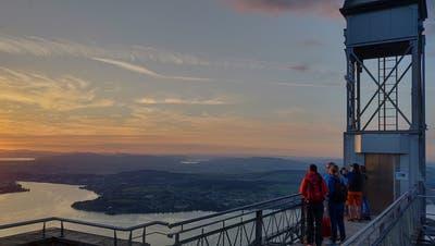 Sonnenuntergang beim oberen Eingang des Hammetschwandlifts. (Bild:Markus von Rotz, Bürgenstock, 8. Juni 2019)