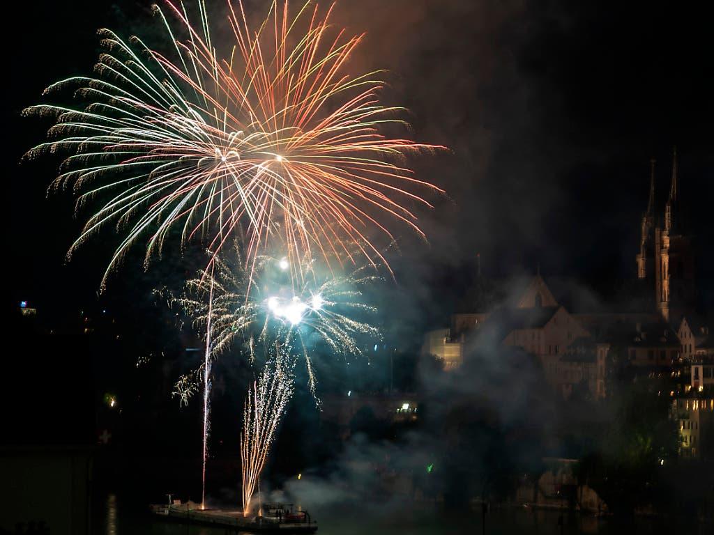 Feuerwerk zum Nationalfeiertag am Vorabend des 1. Augusts in Basel. (Bild: Keystone/Georgios Kefalas)