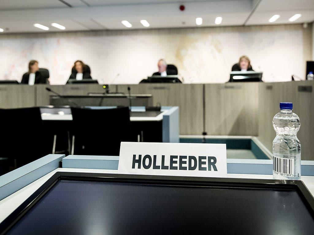 Das Strafgericht in Amsterdam hat den Heineken-Entführer Willem Holleeder am Donnerstag wegen fünf Auftragsmorden zu einer lebenslangen Gefängnisstrafe verurteilt. (Bild: KEYSTONE/EPA ANP/REMKO DE WAAL)