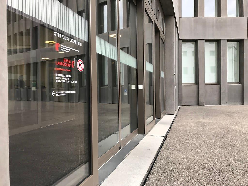 Im Sterbehilfeprozess vor dem Baselbieter Strafgericht wurden am Donnerstag die Plädoyers gehalten; das Urteil ist auf kommenden Dienstag angesetzt. (Bild: Roger Lange Morf, Keystone-SDA)