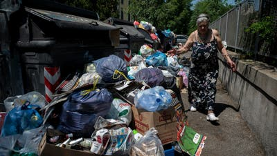 Die Wut der Römer Bürger steigt angesichts der sich türmenden Abfallsäcke. (Bild: Antonio Masiello/Getty; 2. Juli 2019)