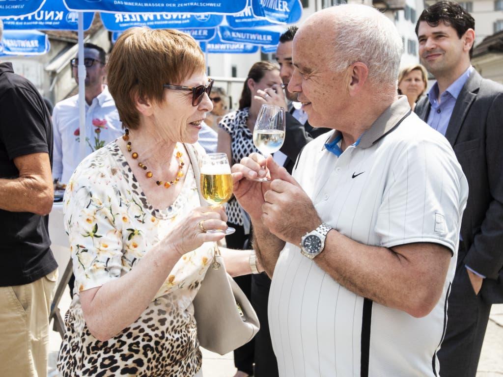Ein Gläschen in Ehren: Bundespräsident Ueli Maurer hat das Programm der diesjährigen Reise zusammengestellt. (Bild: KEYSTONE/ALEXANDRA WEY)