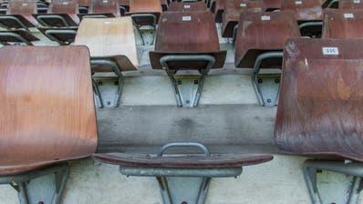 50 Jahre nach ihrer Erstellung bekommt die Haupttribüne des Espenmoos neue Sitze. (Bild: Jil Lohse)