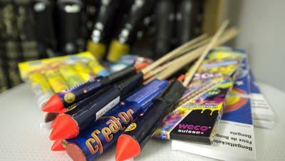 Wer Feuerwerkskörper für den 1. August sucht, kann diese künftig nicht mehr bei der Migros Ostschweiz kaufen. (Bild: Keystone)