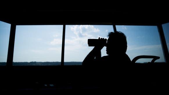 Ein Skyguide-Fluglotse wurde vom Bundesgericht wegen fahrlässiger Störung des öffentlichen Verkehrs verurteilt (Bild: Keystone)