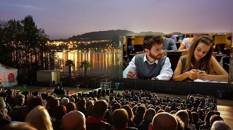 Foto einer früheren Aufführung im Open Air Kino Luzern am Alpenquai. Auf die Leinwand kopiert ist ein Szenenbild des Films «Wolkenbruch», der am 20. Juli und 13. August gezeigt wird. (Bild: pd)