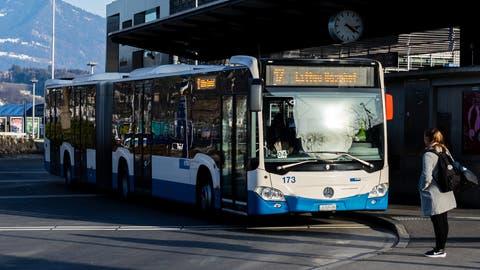 KKL Luzern, Bahnhofplatz, ÖV, Bus, VBL, Pendler