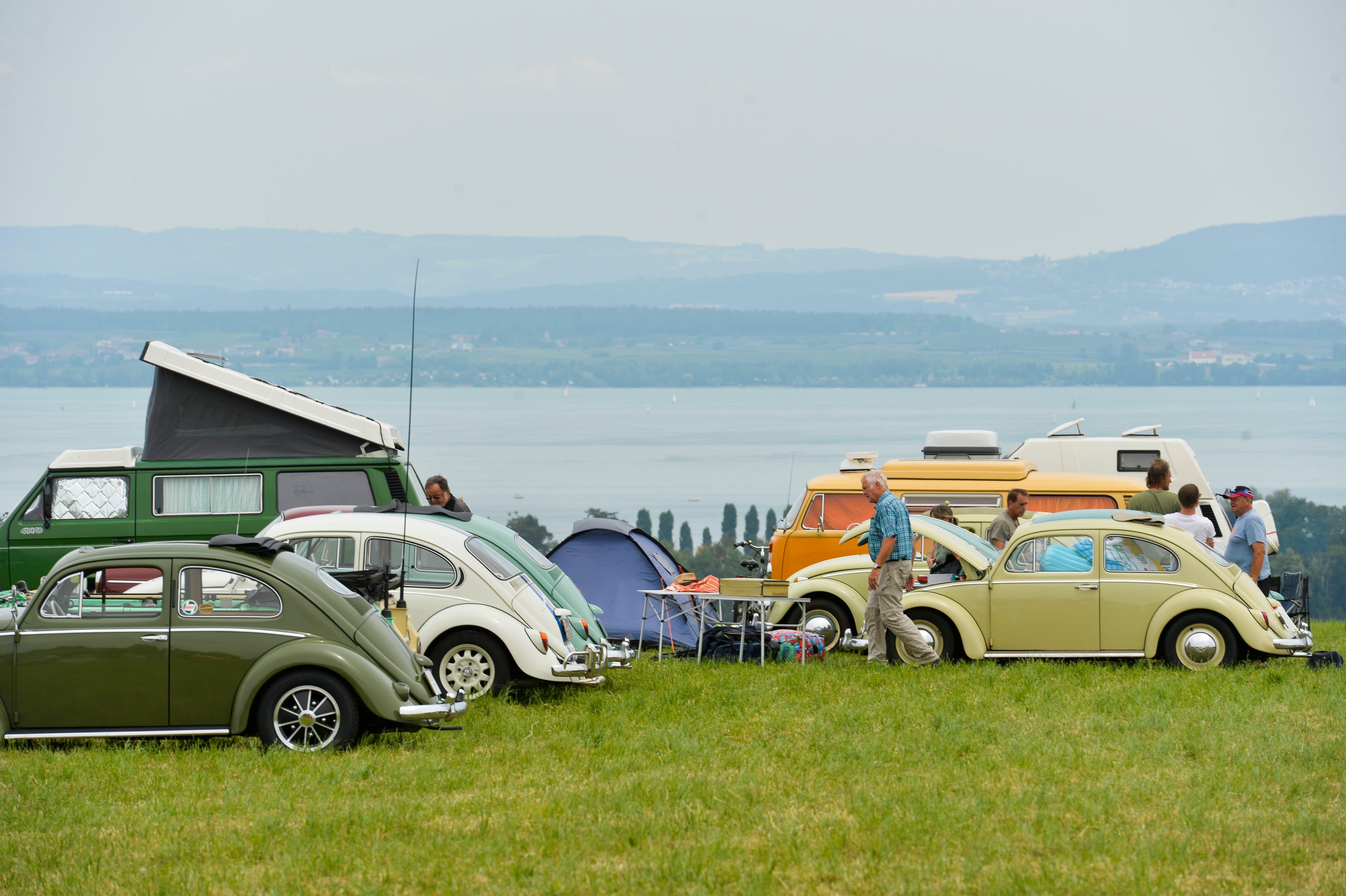 Autoschau mit Ausblick auf den Bodensee. (Bild: Donato Caspari)