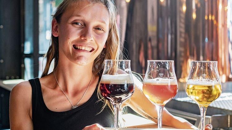 Patricia Donhauser ist fasziniert von den Aromen und Farben der Bierwelt. (Bild: Urs Bucher, 5. Juli 2019)